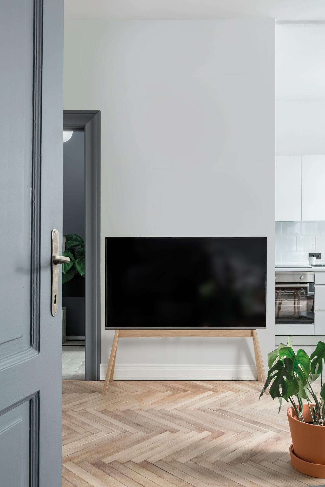 Houten tv-standaard voor als je minder ruimte hebt voor je tv.