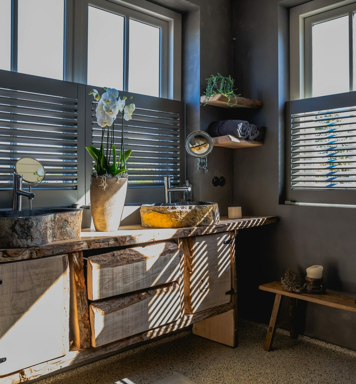 Exclusieve Piet Boon® collectie shutters in de badkamer.