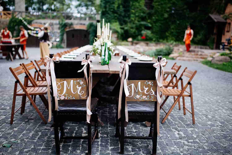 תמונה של שולחן חתונה ריק