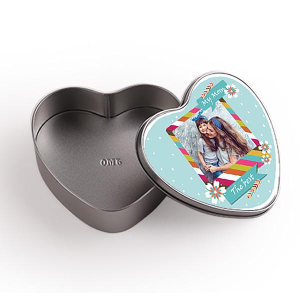 תמונה של קופסת מתנה ממתכת בבצורת לב