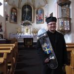 Gördeszkás pap, Rédics 2011