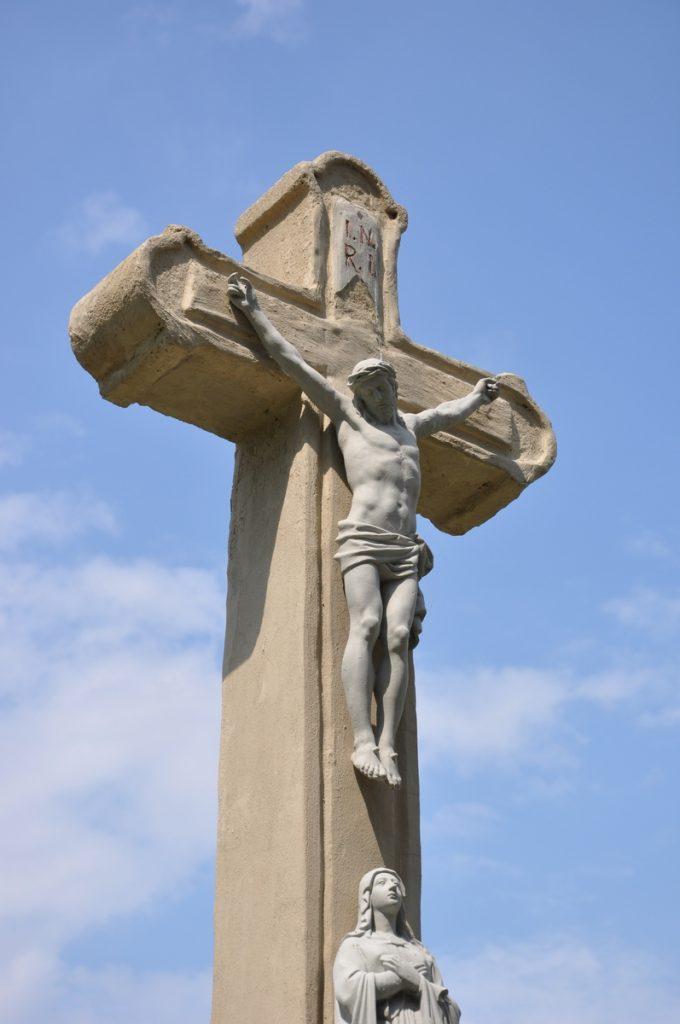 A csallóközkürti temető központi keresztje