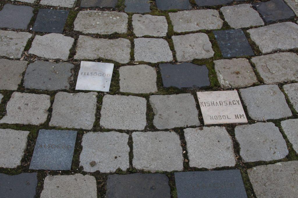 Kitelepítettek és meghurcoltak emlékműve