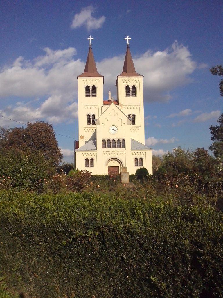 Kéttornyú templom - Bény