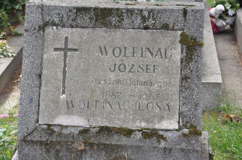 Wolfinau József és Ilona sírja