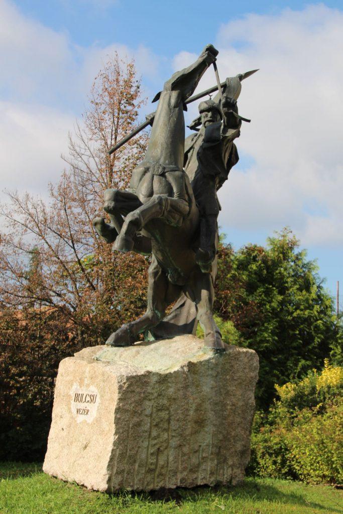 Bulcsú vezér lovasszobra