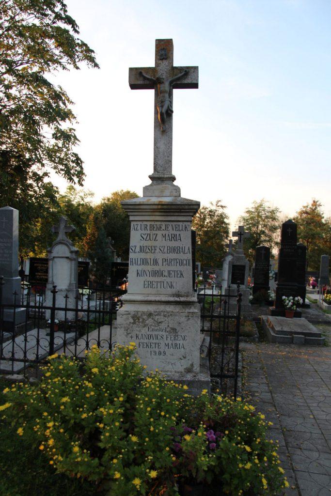 A felistáli temető nagykeresztje
