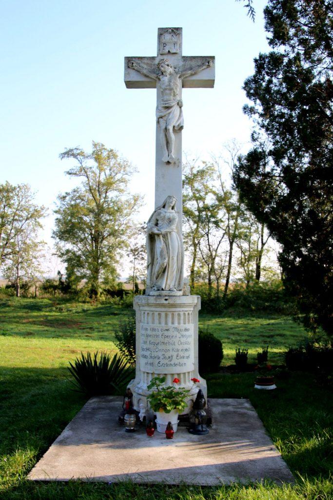 A pozsonyeperjesi temetői nagykereszt