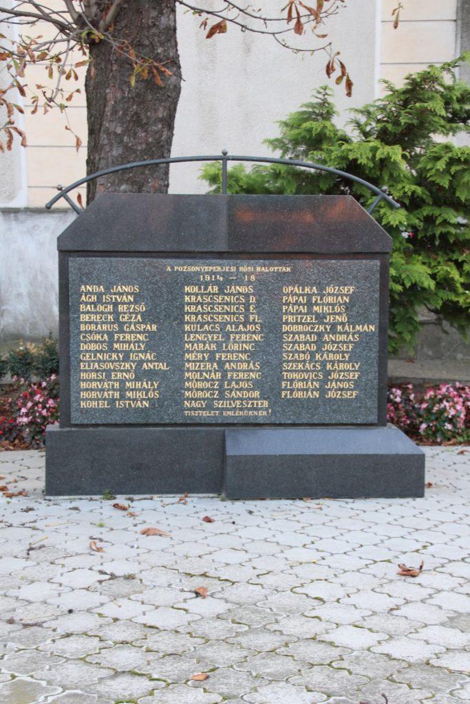 Az 1. és 2. világháború hőseinek emlékműve
