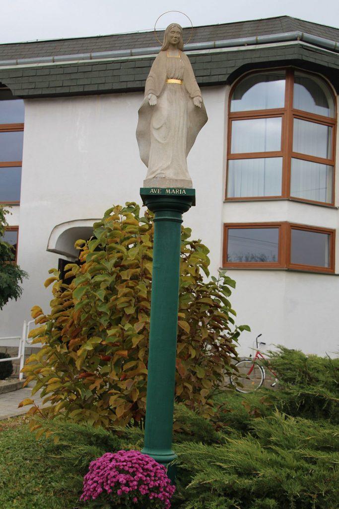 Szűzanya szobra