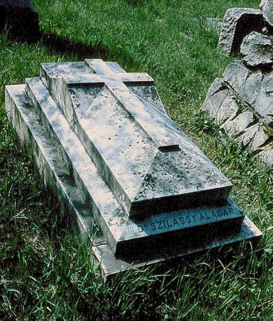 Szilassy Aladár cserkészparancsnok síremléke Losoncon