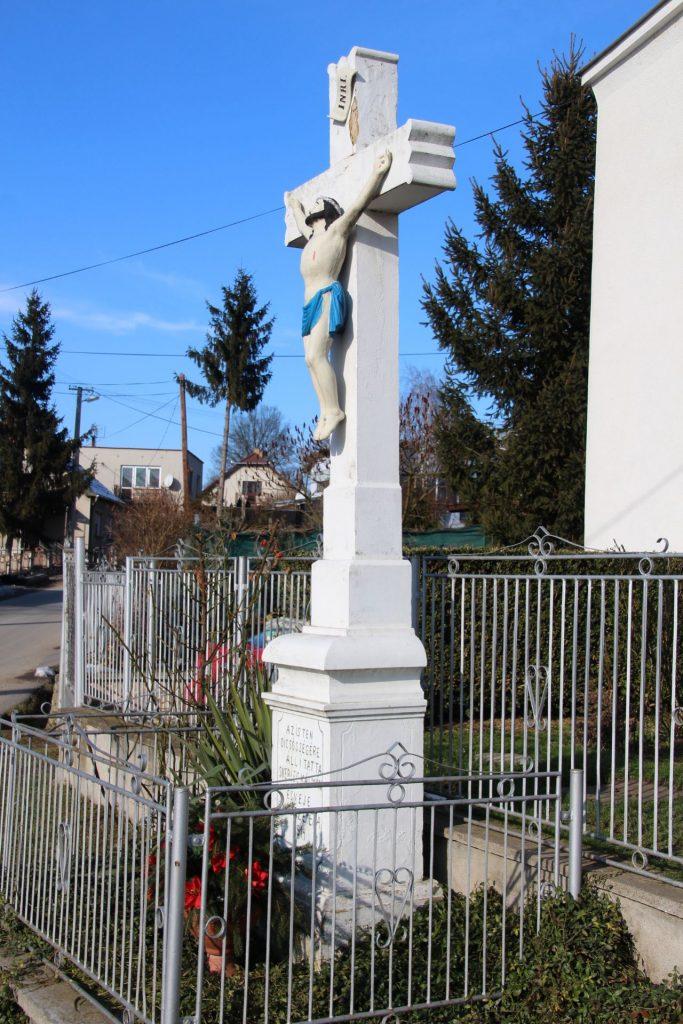 Útmenti vagy Csákyék háza előtt álló kereszt