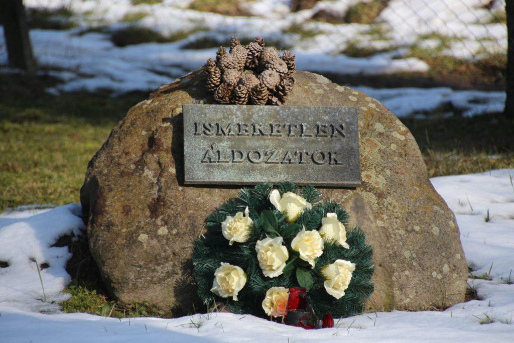 A két világháború halottainak emlékműve