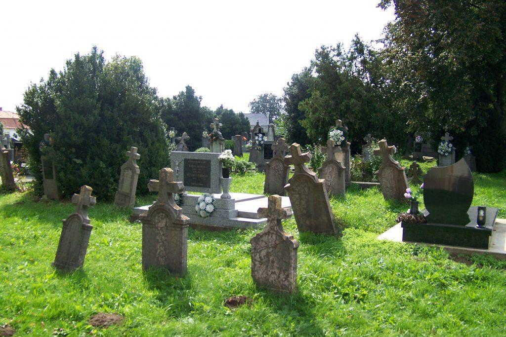 A farnadi katolikus temető