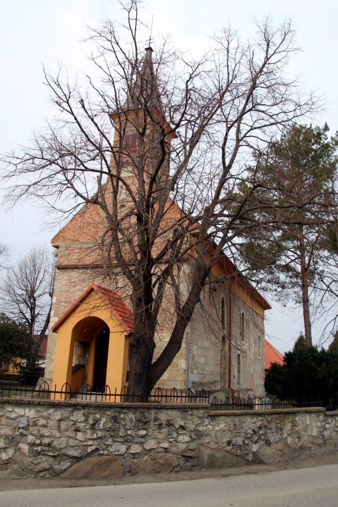 Szűz Mária tiszteletére emelt római katolikus templom