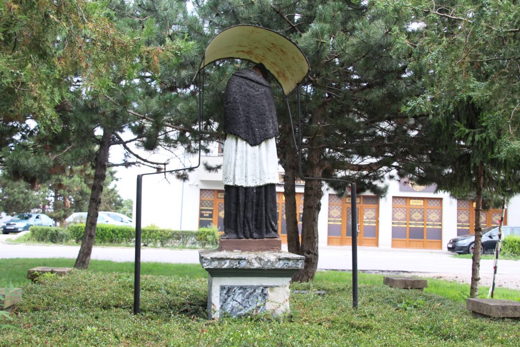 vezekeny-nepomuki-szent-janos-szobor (3)