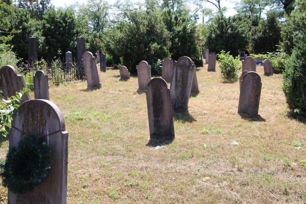 19. századi sírkövek a református temetőben