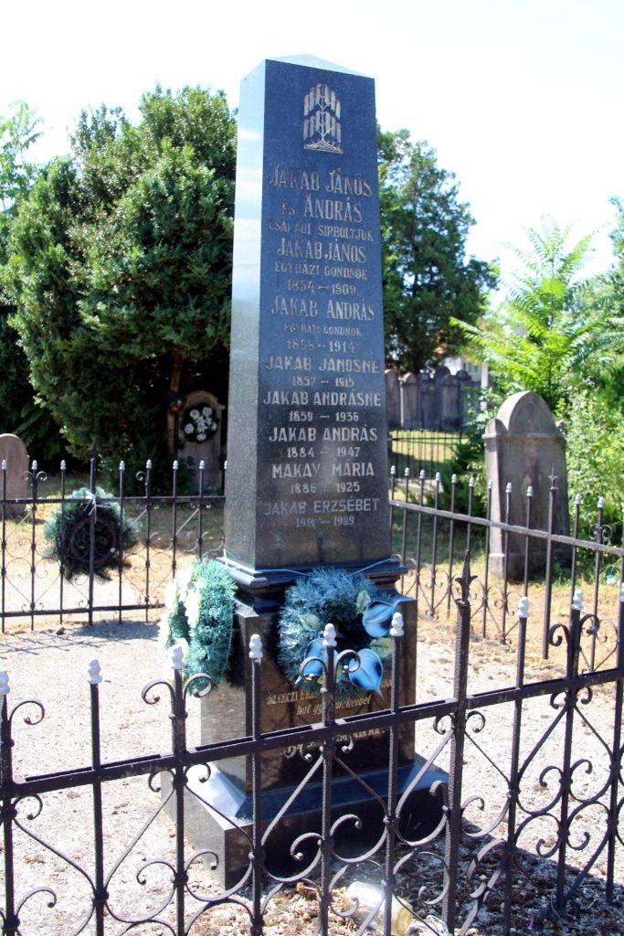 Jakab János és András református egyházi gondnokok családi sírboltja
