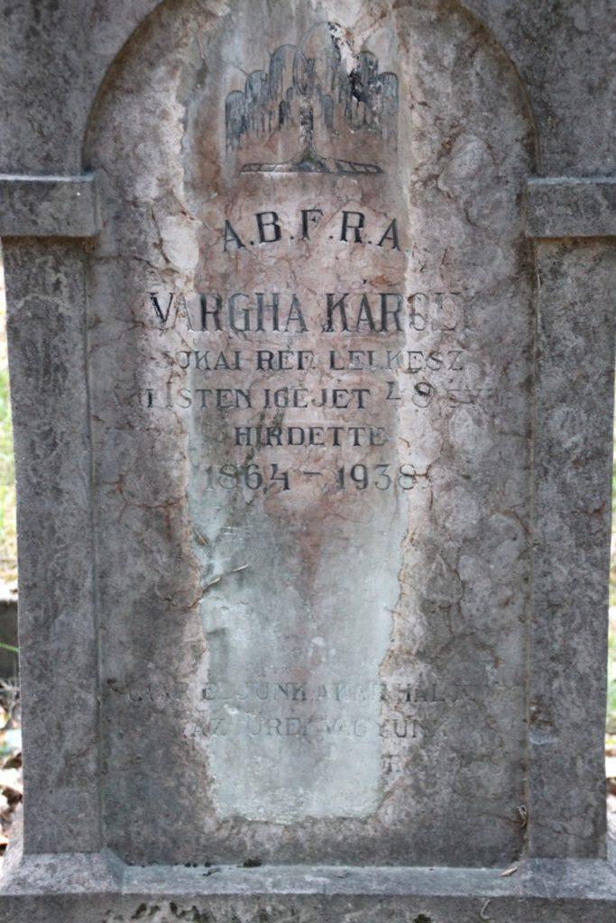Vargha Károly református lelkész sírja