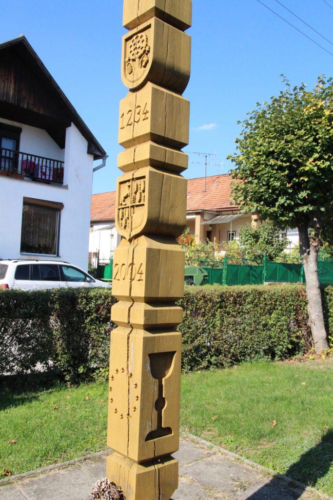 Kopjafa a falu első írásos említésének emlékére