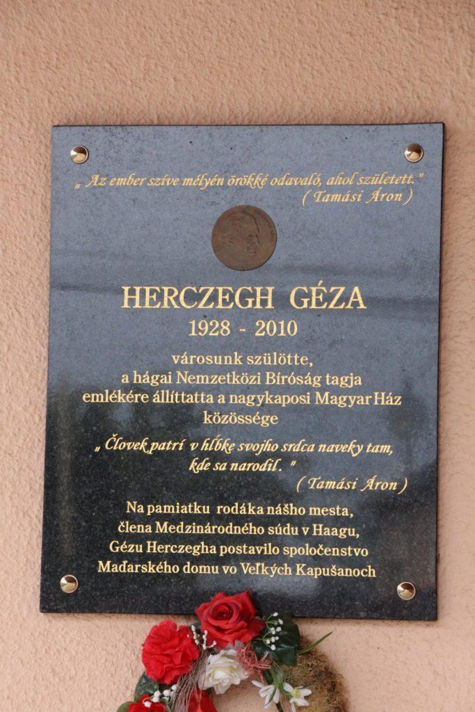 Herczegh Géza emléktáblája