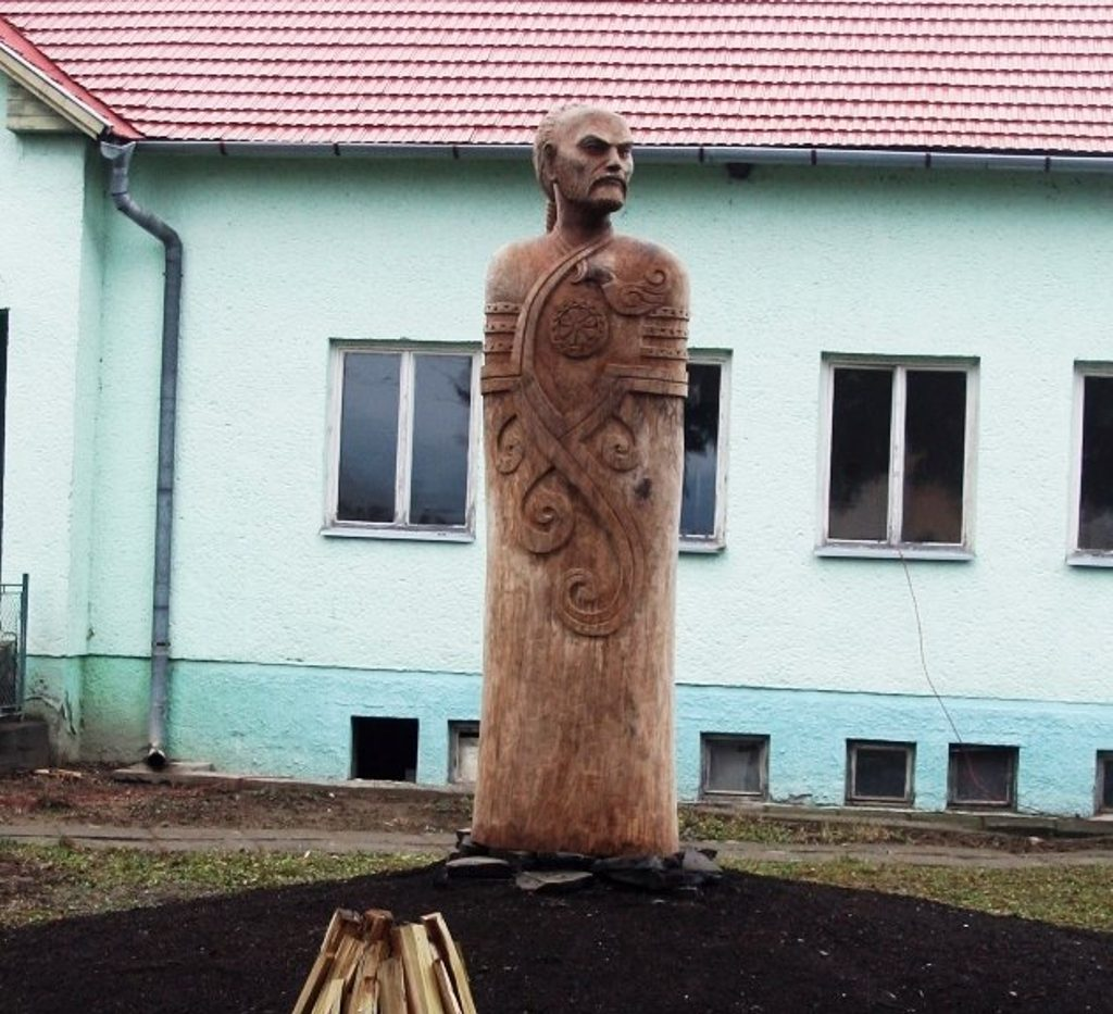 Attila szobor