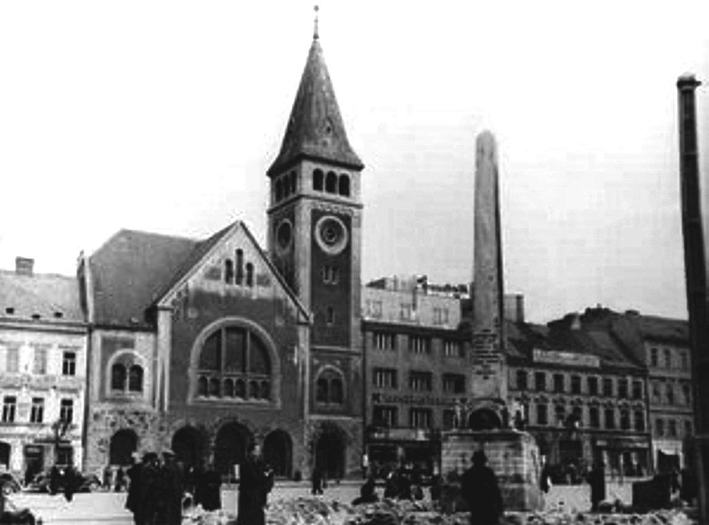 Obeliszkes díszkút