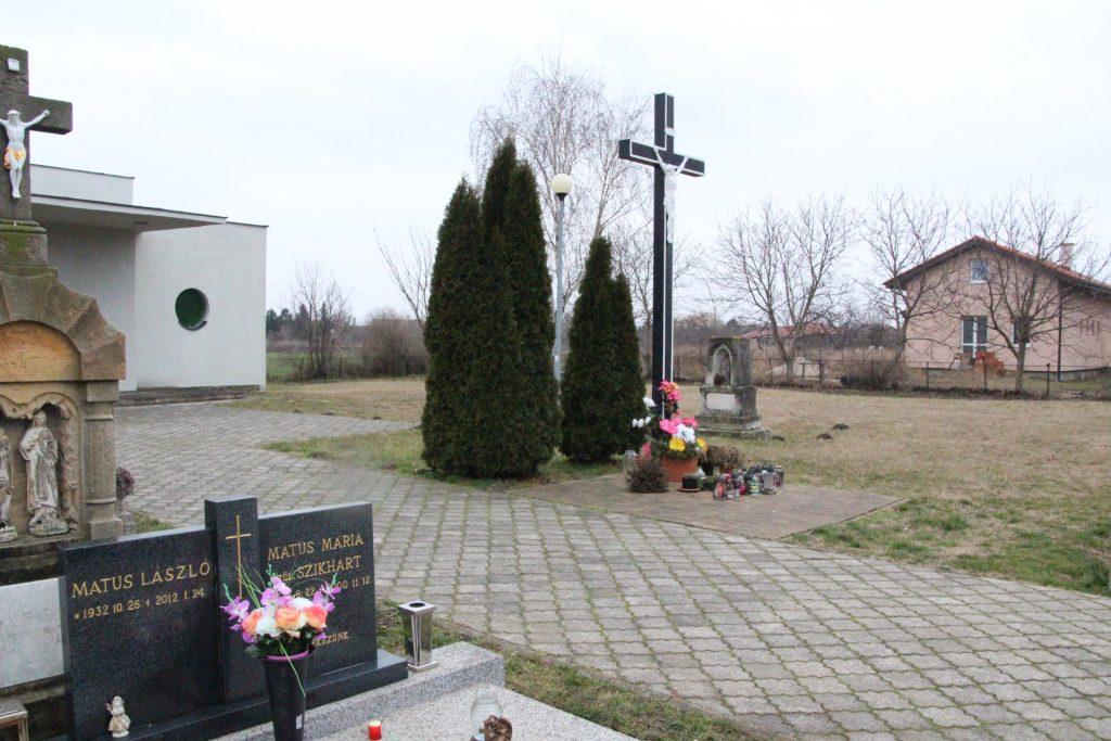 A pénteksúri temetői nagykereszt