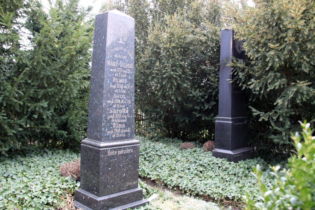 Alsócsicsói Nagy Nándor családi sírkertje