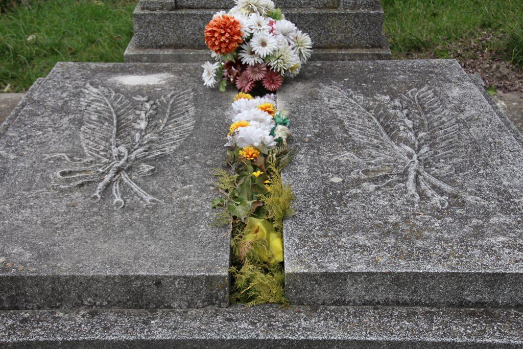 Végh Jenő református kántortanító sírja
