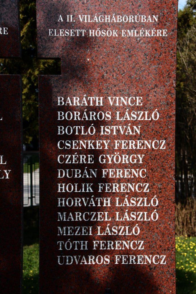 Az első és második világháborúban elesett hősök emlékműve