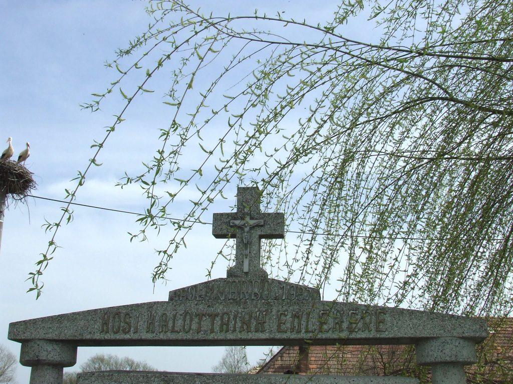 Az első és második világháború hőseinek emlékműve