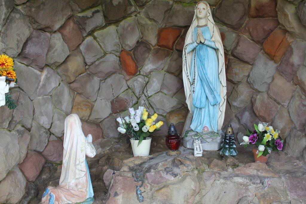 Lourdes-i barlang a Szabó malom mellett