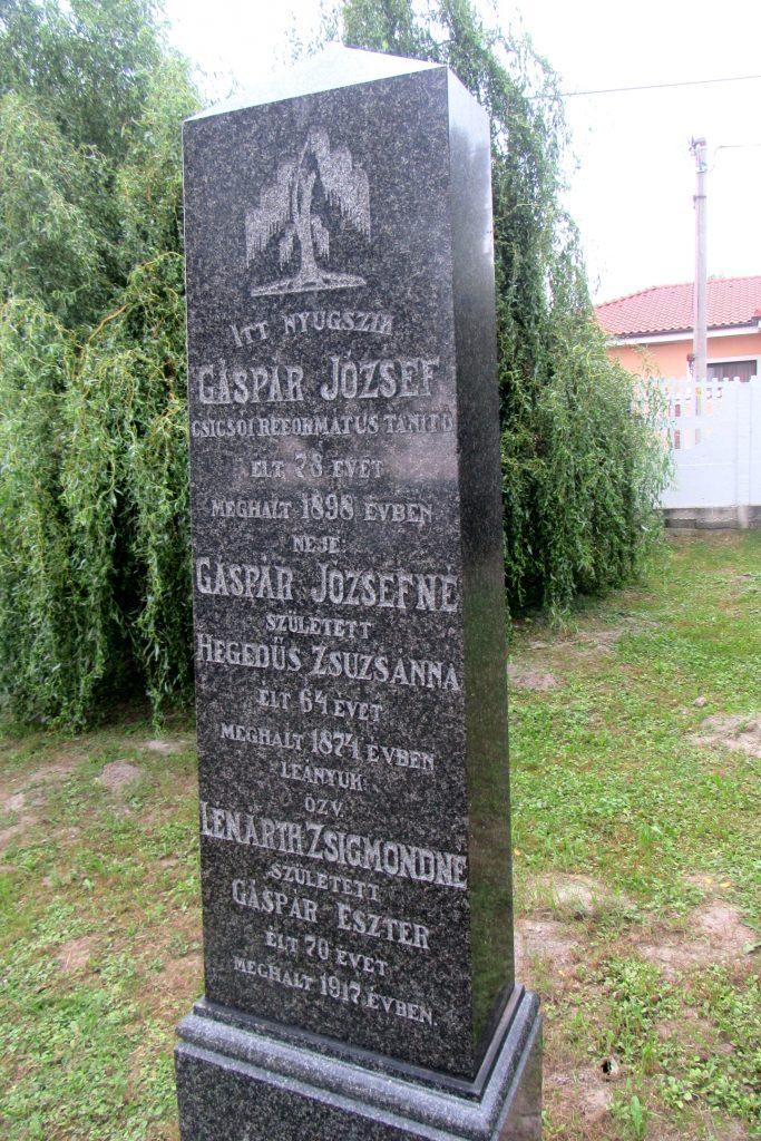 Gáspár József református tanító sírja