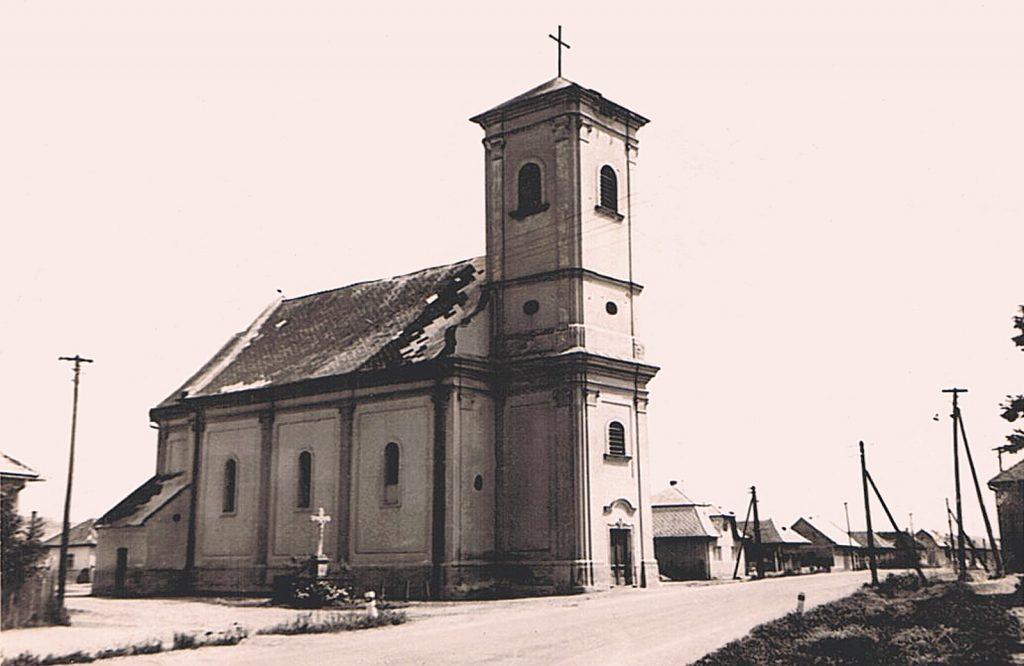kohidgyarmat-szent-moric-katolikus-templom-alacsony-toronnyal