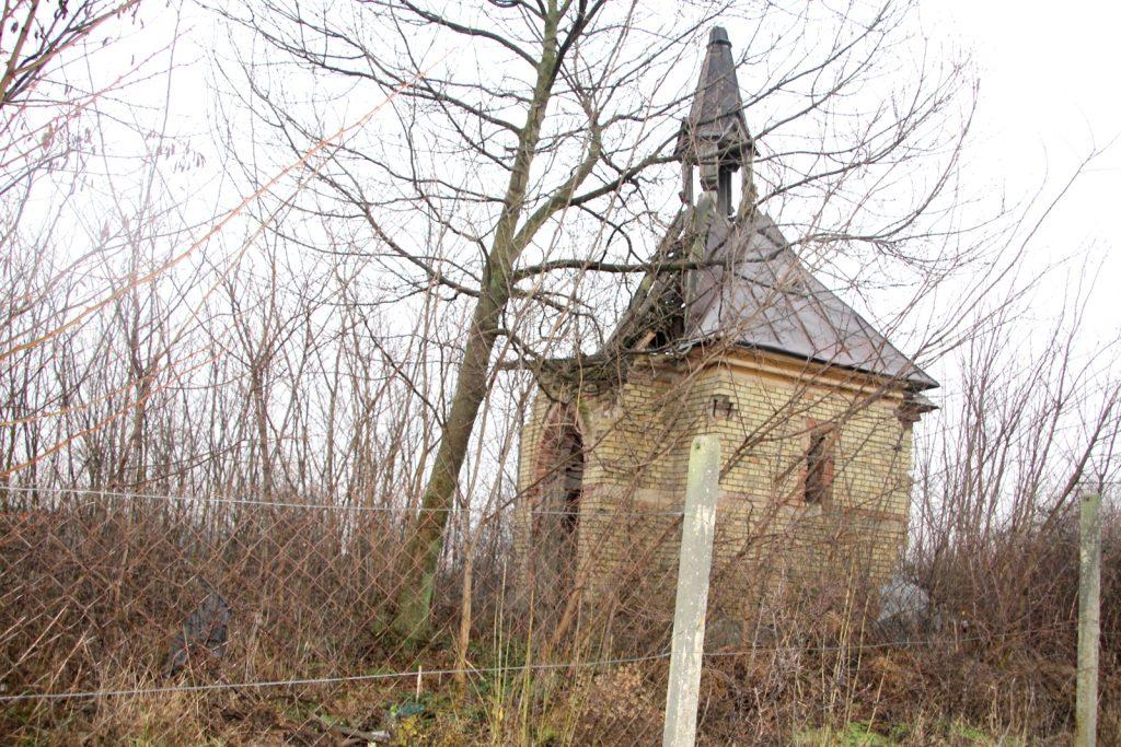 dacsokeszi-temetokapolna-1