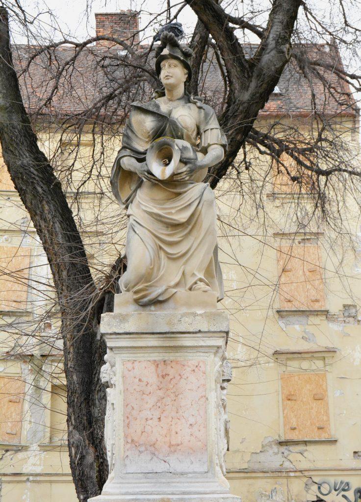 pozsony-korsos-asszony-szokokut (5)