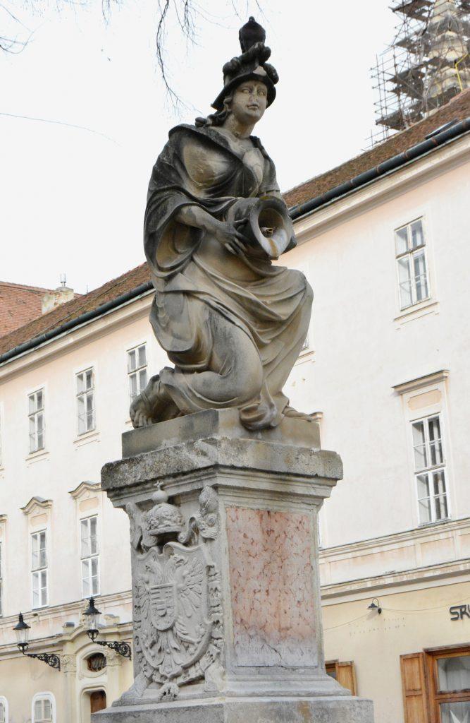 pozsony-korsos-asszony-szokokut (9)