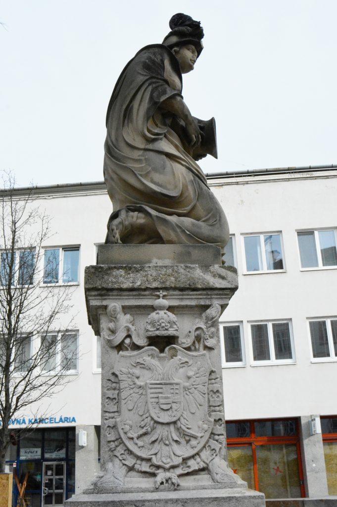 pozsony-korsos-asszony-szokokut (10)