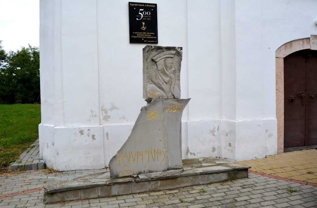 zsigard-kalvin-szobor-tabla (2)