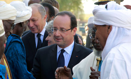 François Hollande talks to tribal leaders Timbuktu