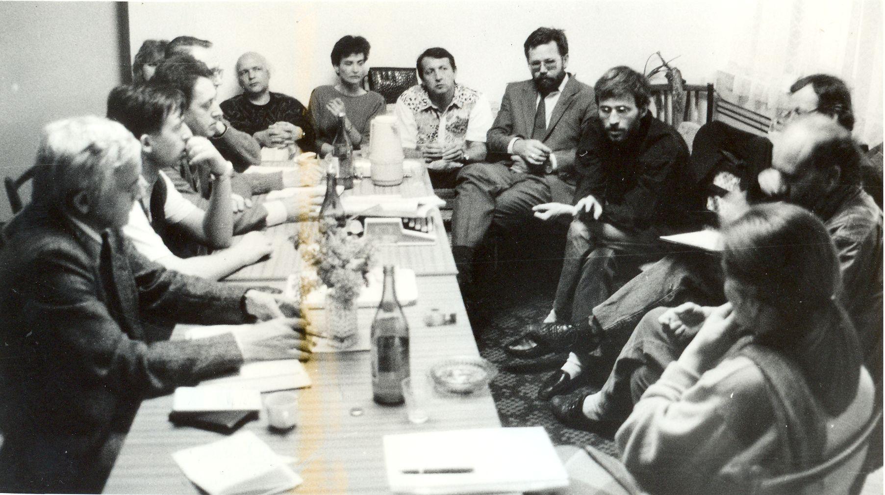 z FMK (Független Magyar Kezdeményezés) elnökségi ülése 1990 tavaszán, Foto: Prikler László (adatbank.sk)
