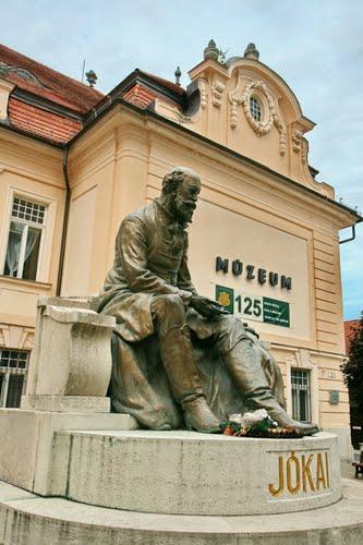 socha Jókaiho v Komárne