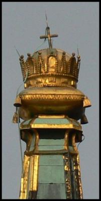 Svätá koruna váži  300 kg, a je vysoká 164 cm