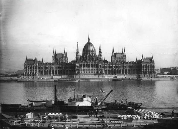 Parlament_szazadelo