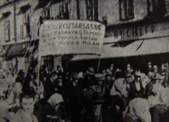 """""""Éljen a köztársaság"""" - """"Nech žije republika"""" Maďarskí účastnici na oslavách 10. výročia vyniku Československa"""