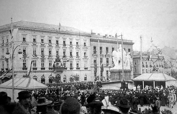 Slávnostné odhalenie sochy Márie Terézie v dnešnej Bratislave (Pozsony) v roku 1897