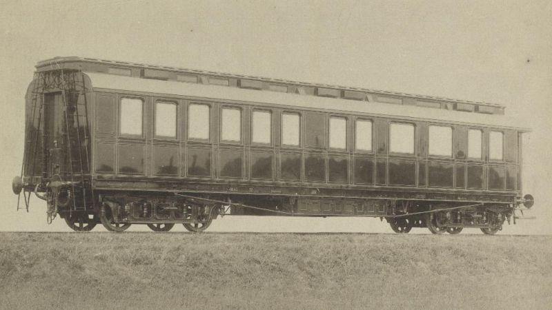 Jeden z vozňov miléniového kráľovského vlaku