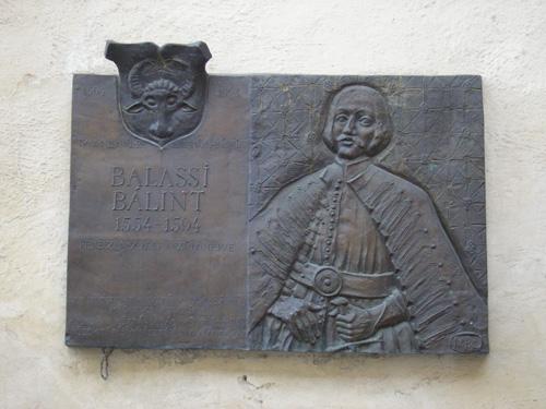 Pamätná tabuľa Bálinta Balassiho na nádvorí Zvolenského zámku