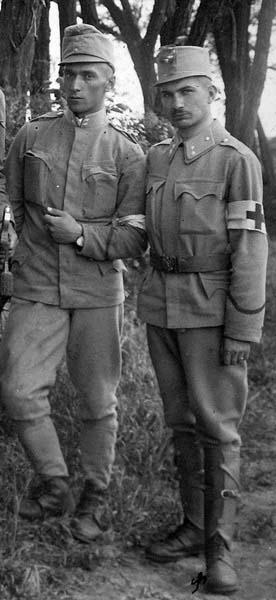 Sanitný oddiel pechoty Cisárskeho a kráľovského spoločného vojska v uniformách svetlošedomodrej farby